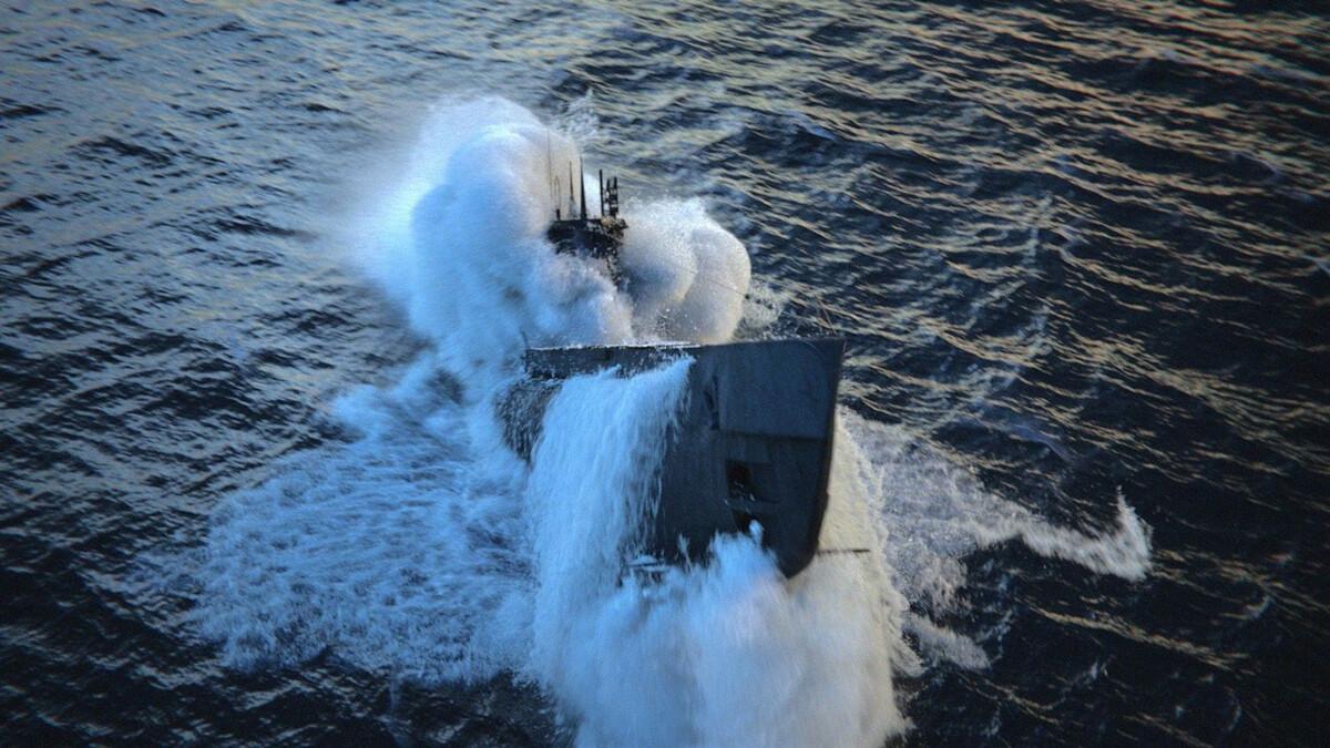 celluloidVFX-submarine-art-phoenix-3ds-max-2.jpg