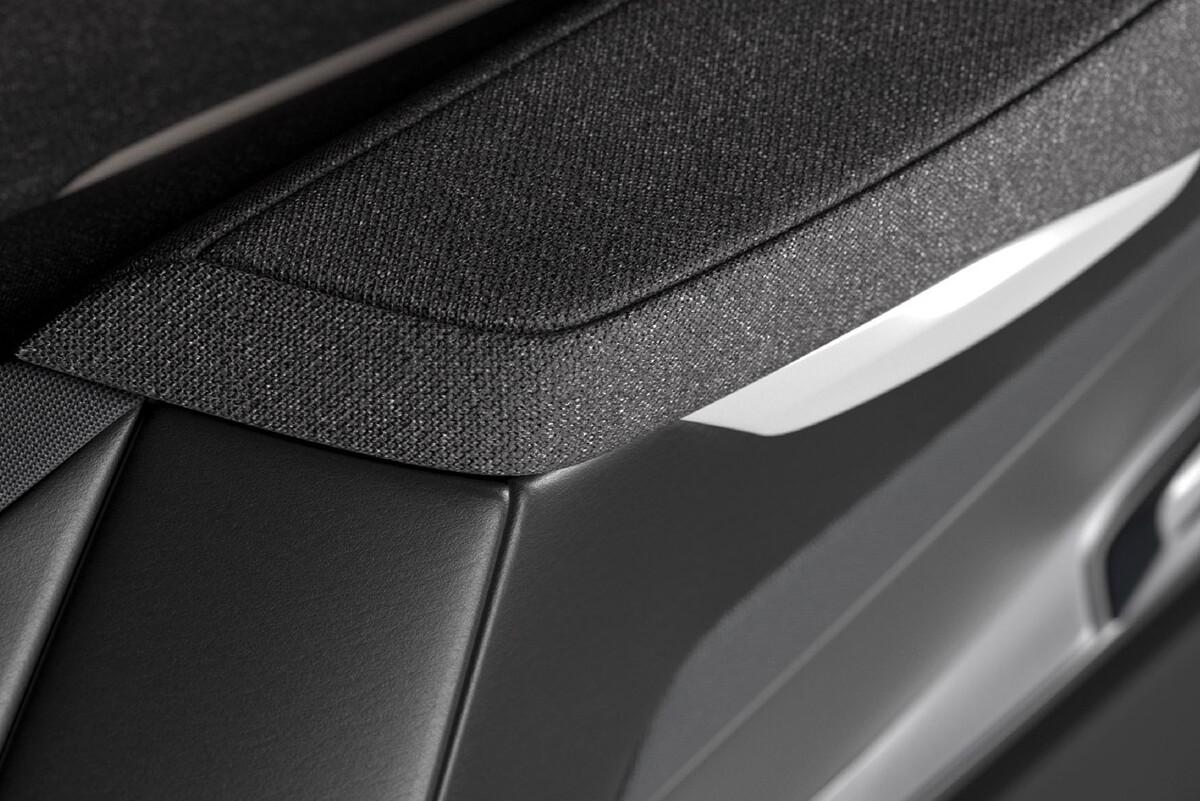 user_story_faurecia-car-interior_header_pc_2000x850-1.jpg
