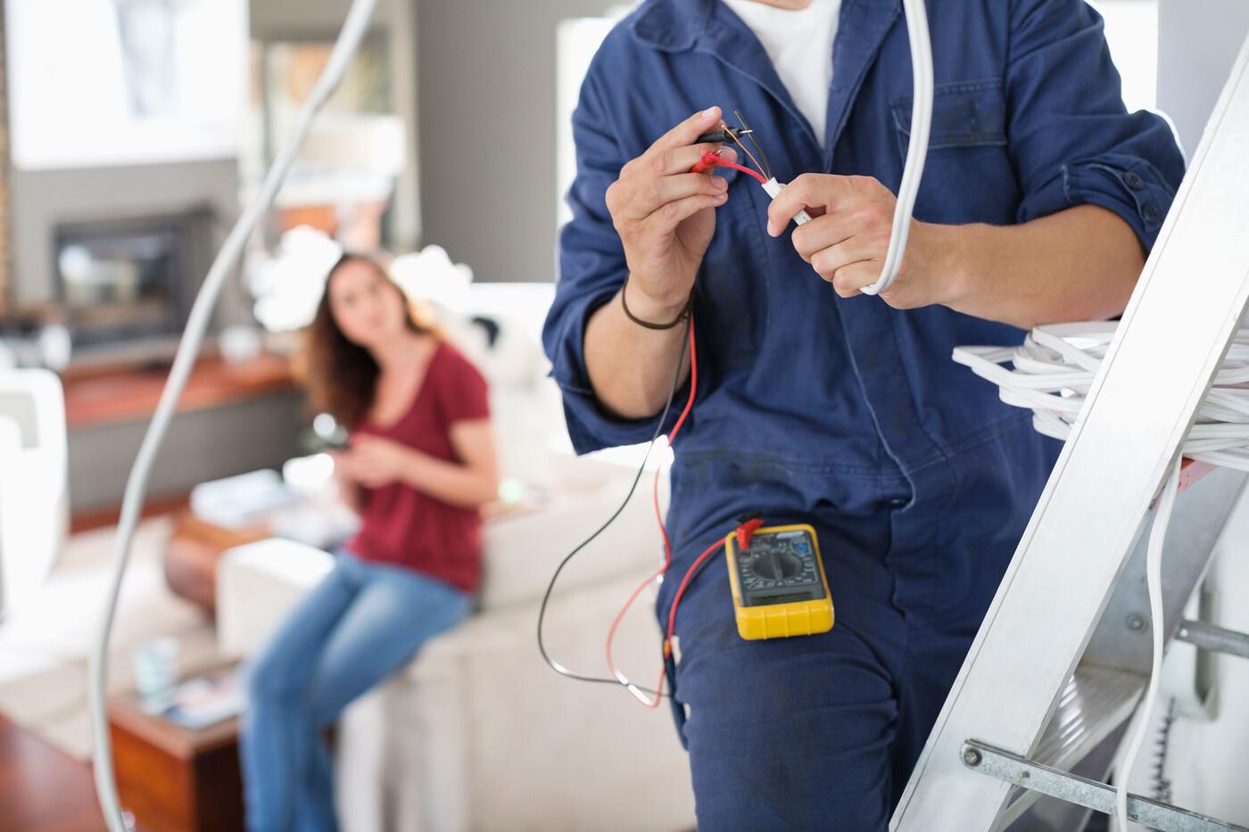 uslugi-elektrika-na-domu-v-spb.jpg